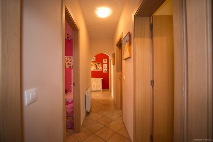 Annonces immobilier vendre en suisse maison 8 5 pi ces for Acheter une maison a alicante