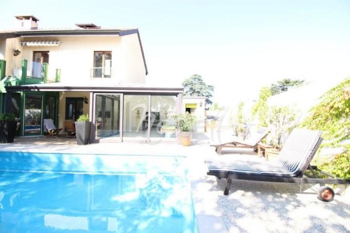 Annonces immobilier vendre en suisse maison 10 pi ces for Acheter maison a geneve