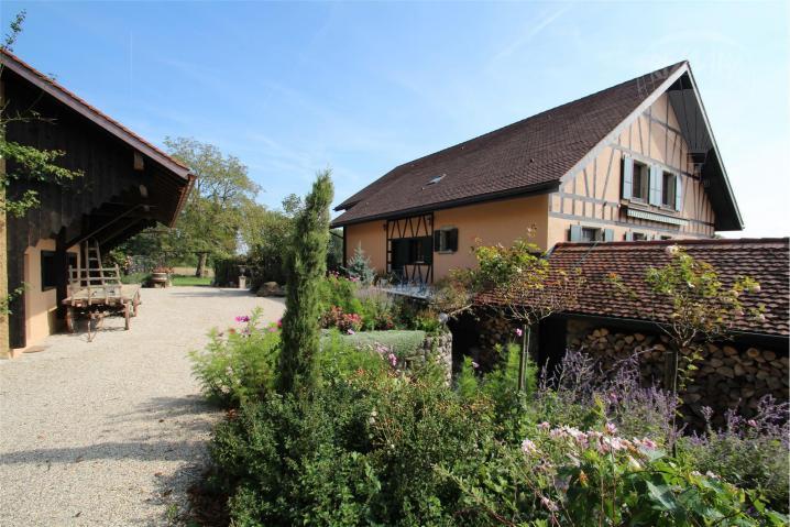 Annonces immobilier vendre en suisse maison 9 5 pi ces for Acheter maison suisse