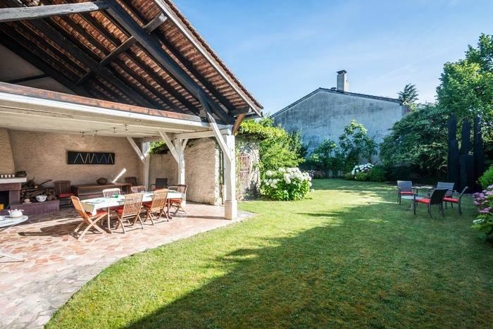 Annonces immobilier vendre en suisse maison 12 pi ces for Acheter maison france voisine geneve