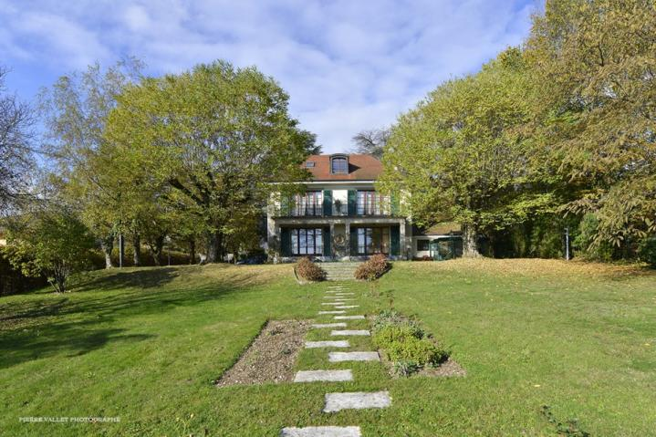 Annonces immobilier vendre en suisse maison 8 pi ces for Achat maison divonne les bains