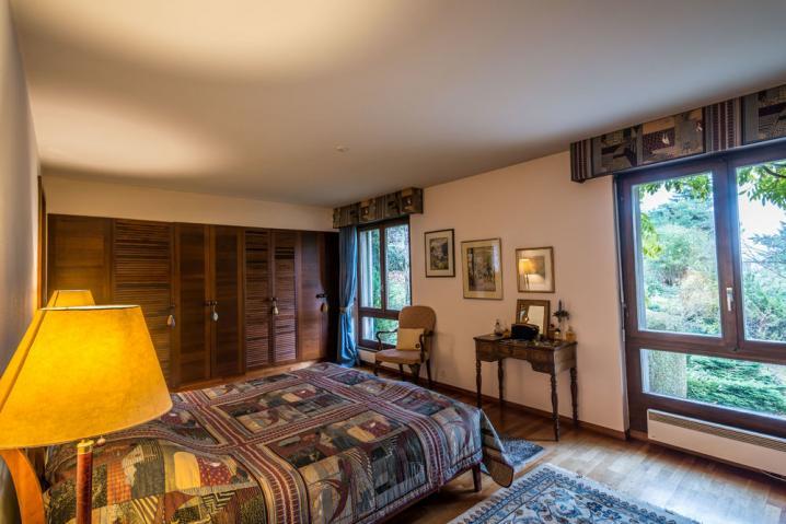 Annonces immobilier vendre en suisse maison 8 pi ces for Acheter chambre a coucher
