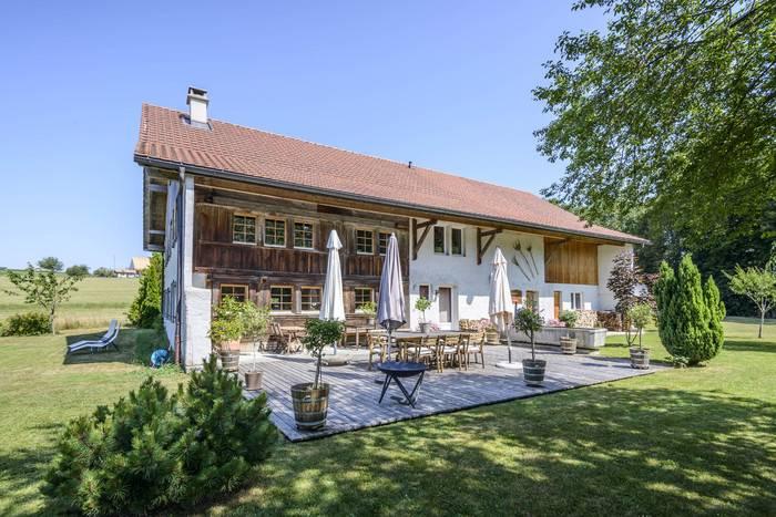 Annonces immobilier vendre en suisse maison 8 5 pi ces for Acheter maison france voisine geneve